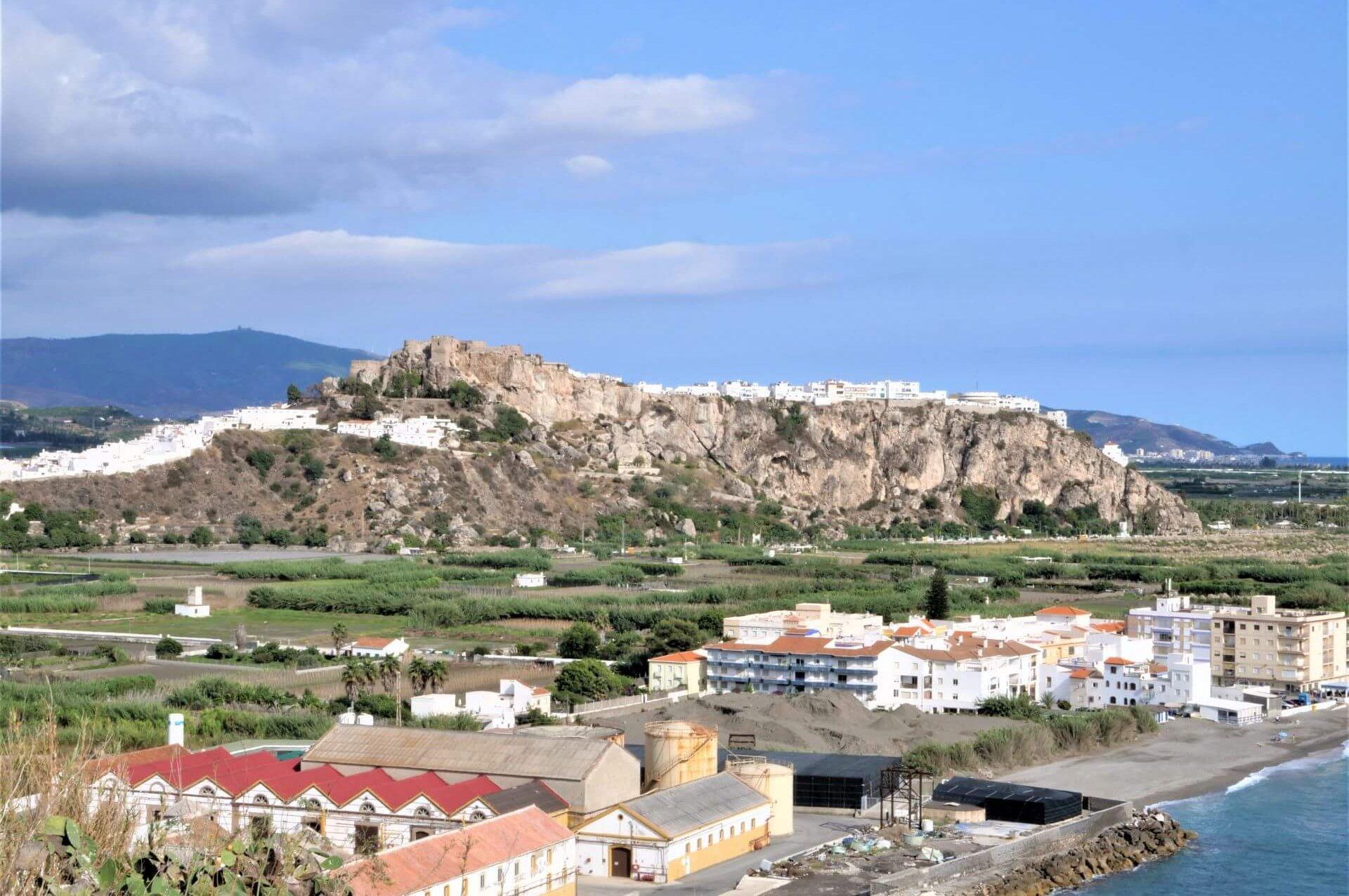 Salobrena z Castillo na wzgórzu